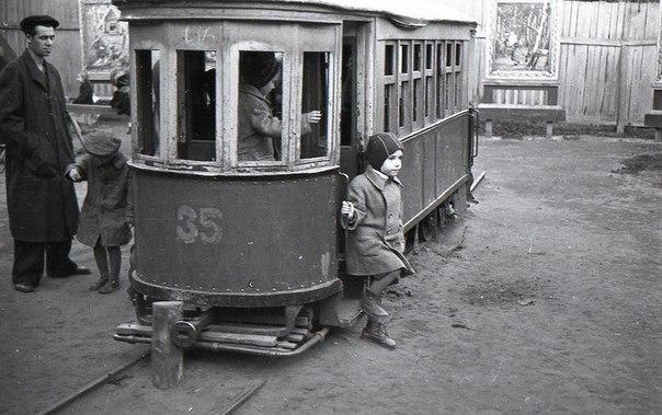 Детский трамвай в детском саду. Москва, 1935 г.
